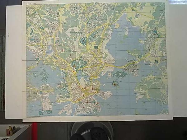 Helsinki -kartta 1963 1:15.000 kääntöpuolella Helsingin yleiskartta 1:40.000 ja Helsingin kaukolämpöverkot-kartta,