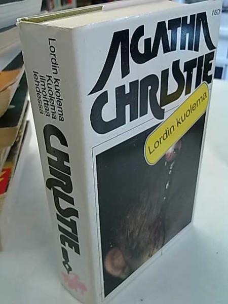 Lordin kuolema - Kuolema ilmoittaa lehdessä (Agatha Christie kirjasto 11 ja 12), Agatha Christie